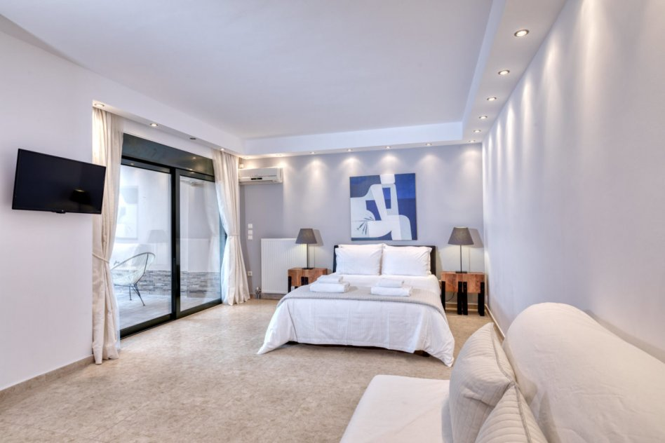 Luxurious Villa Solaris Next To The Beach – Athens Riviera picture