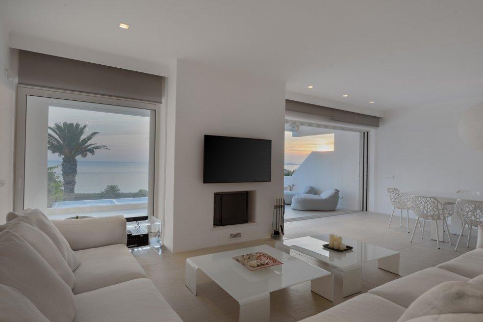 Luxurious Beachfront Villa Maira picture